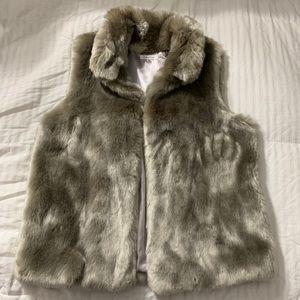 C A L V I N-K L E I N faux fur vest size XL